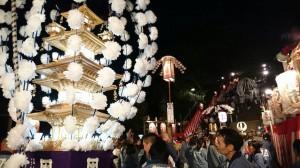 池上本門寺の万灯行列の様子 写真左が万灯